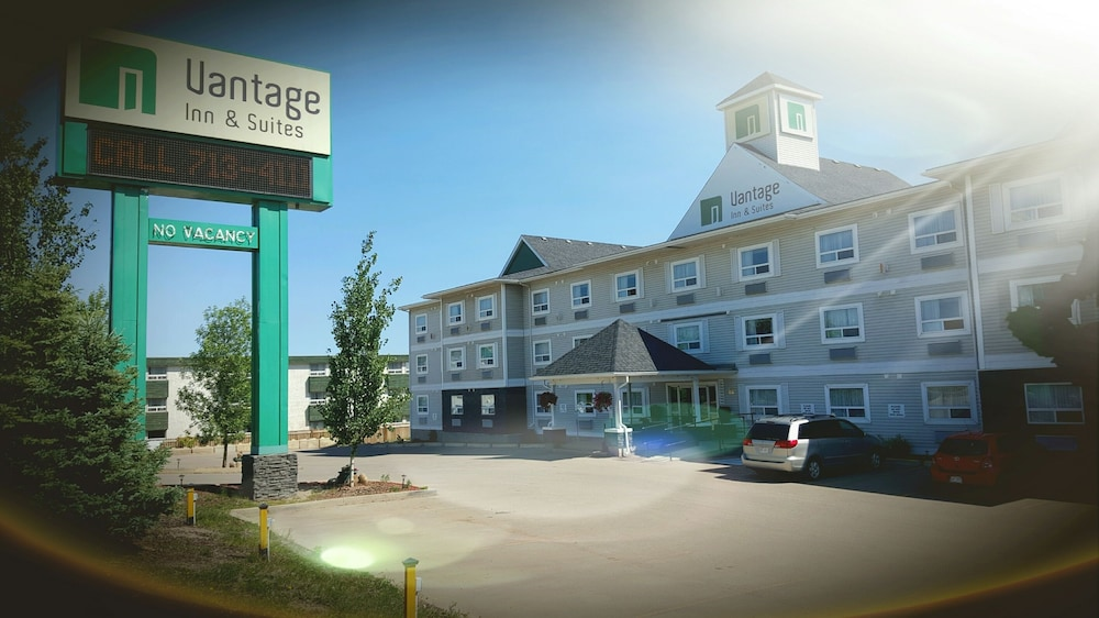 vantage inn and suites in fort mcmurray hotel rates. Black Bedroom Furniture Sets. Home Design Ideas