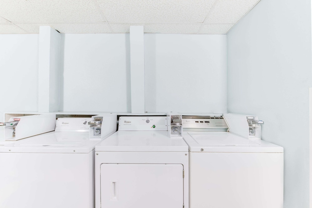 Laundry Room, Days Inn & Suites by Wyndham Laredo