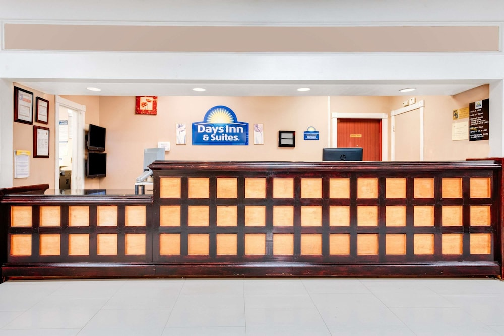 Reception, Days Inn & Suites by Wyndham Laredo