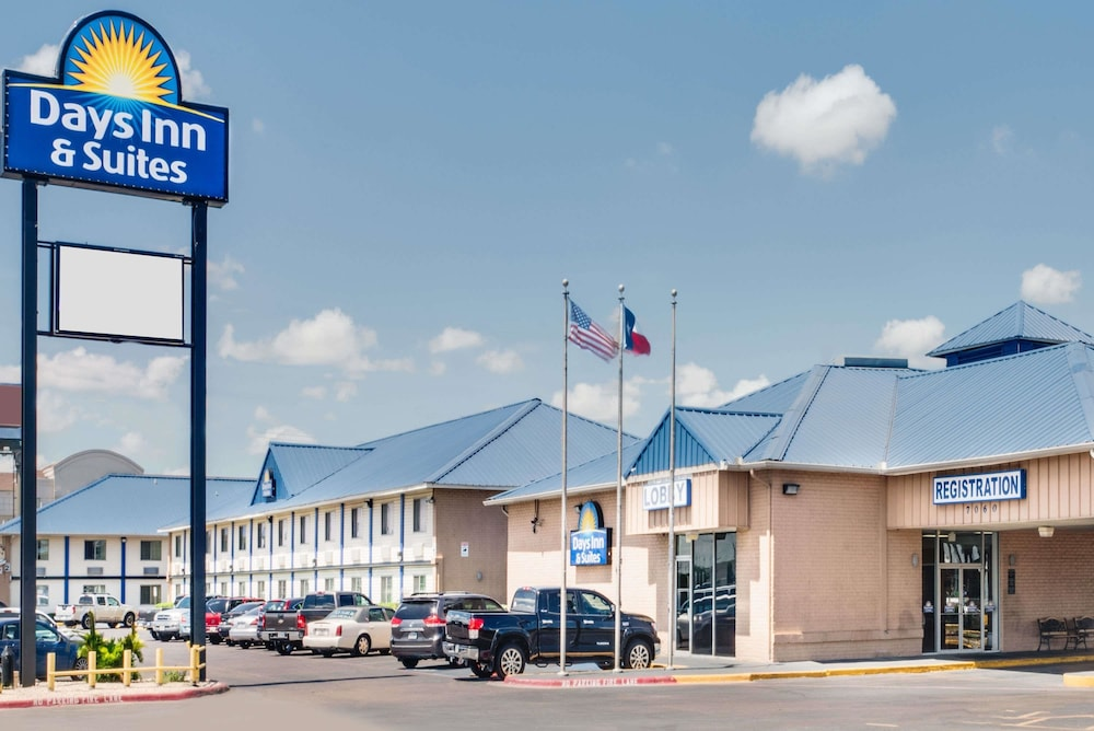 Exterior, Days Inn & Suites by Wyndham Laredo