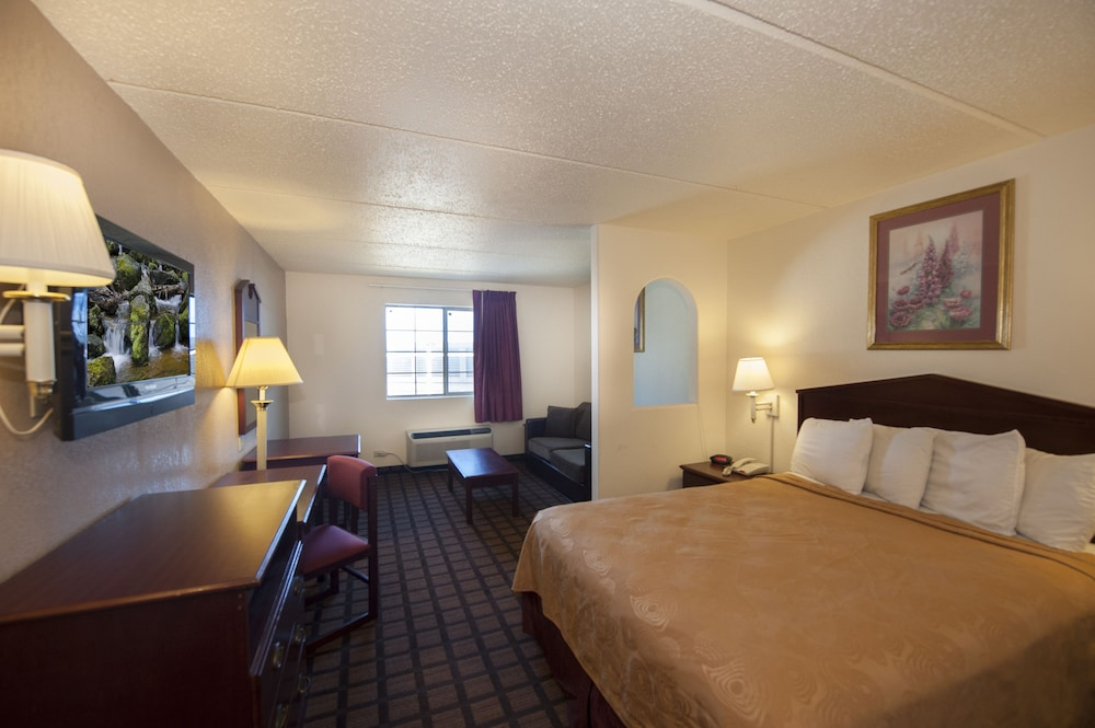 Room, Days Inn & Suites by Wyndham Laredo