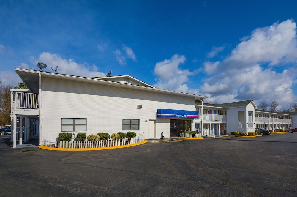 Exterior, Motel 6 Chattanooga, TN