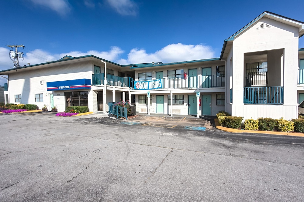 Front of Property, Motel 6 Chattanooga, TN