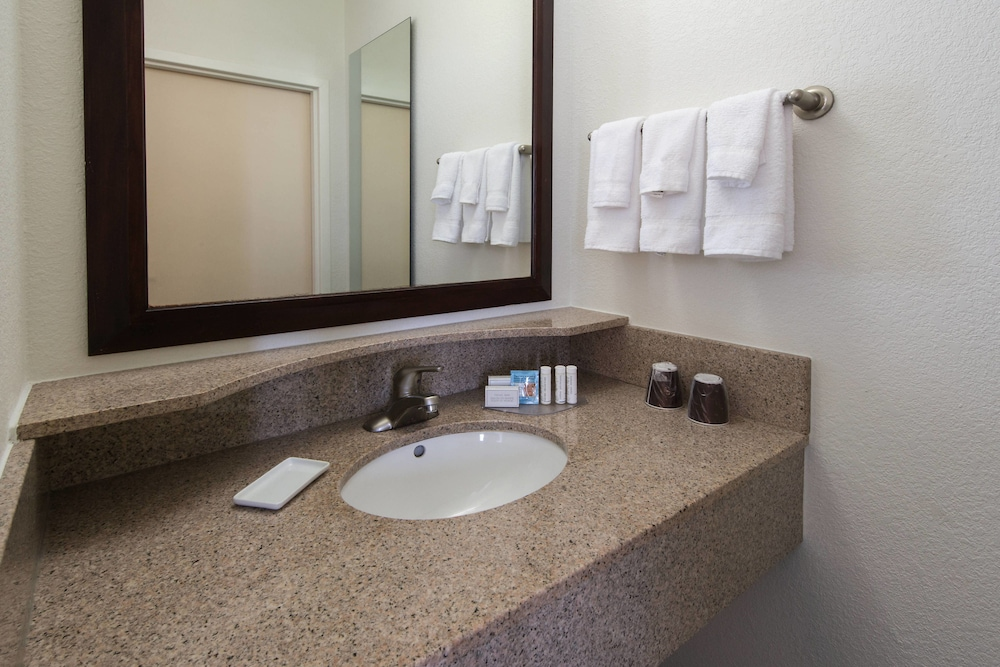 Bathroom, SpringHill Suites by Marriott Greensboro