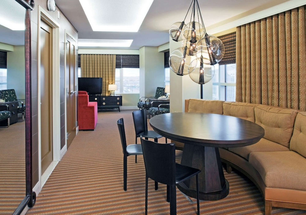 Living Area, Hilton Omaha