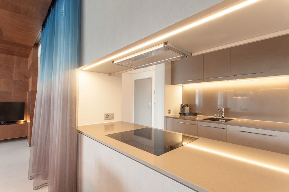 Private Kitchenette, EMA House Hotel Suites