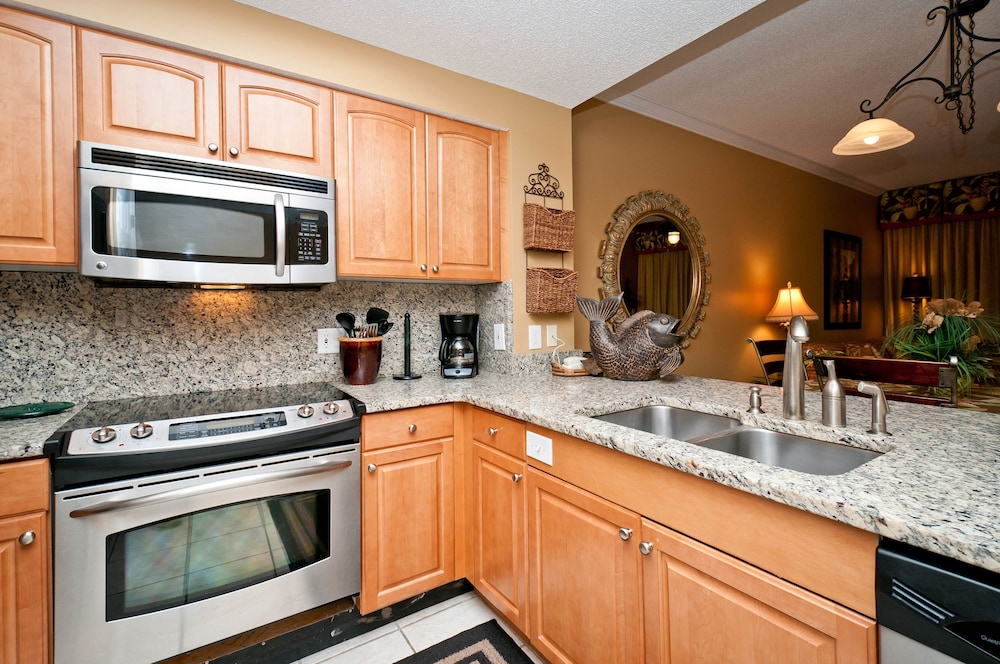 Private Kitchen, Majestic Sun Condominiums