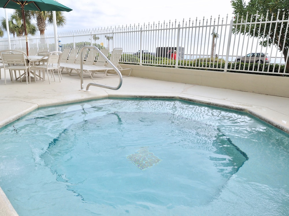 Outdoor Spa Tub, Majestic Sun Condominiums