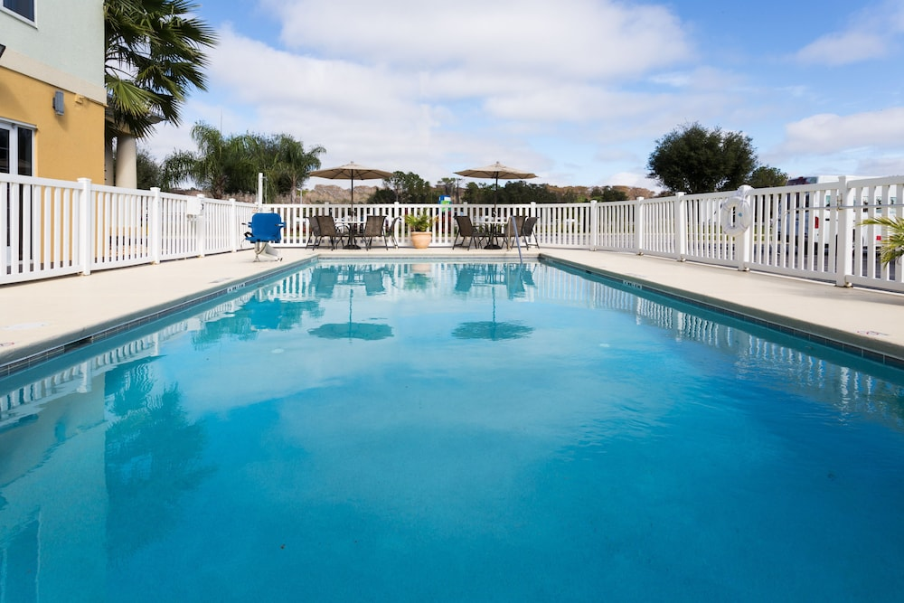 Pool, Holiday Inn Express Hotel & Suites Tavares - Leesburg, an IHG Hotel
