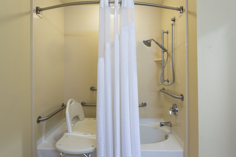 Bathroom, Holiday Inn Express Hotel & Suites Tavares - Leesburg, an IHG Hotel