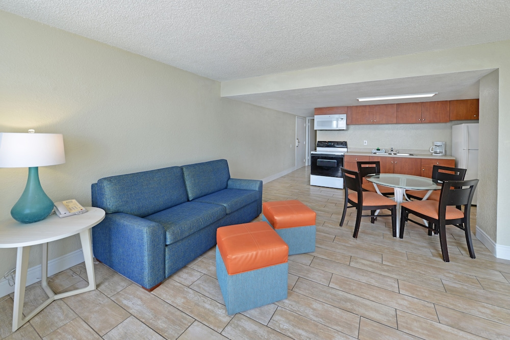 Living Room, El Caribe Resort & Conference Center