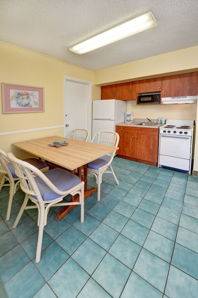 Private Kitchenette, El Caribe Resort & Conference Center