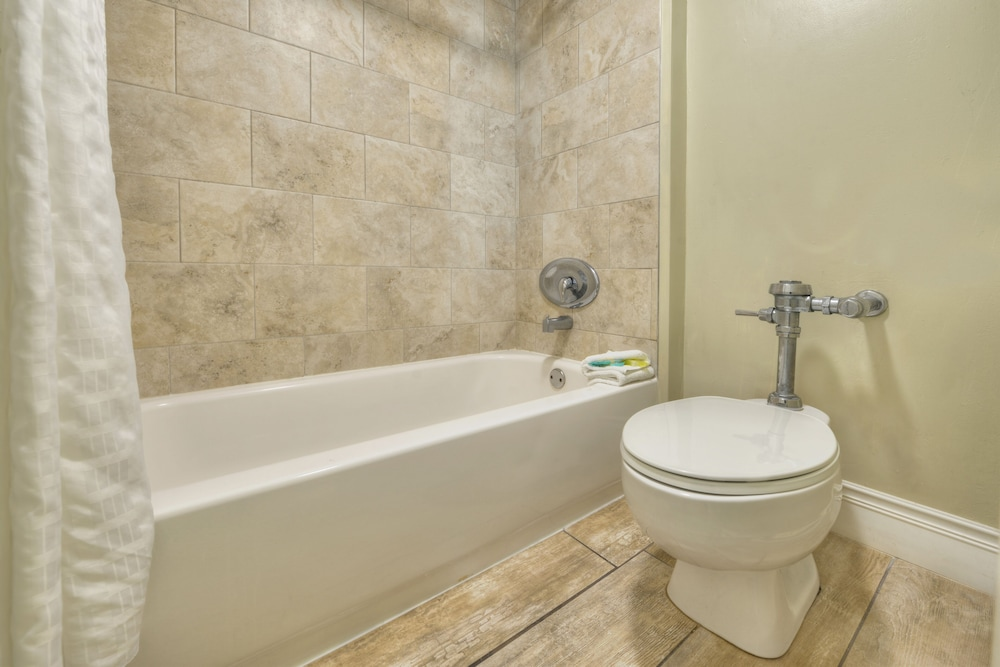 Bathroom, El Caribe Resort & Conference Center