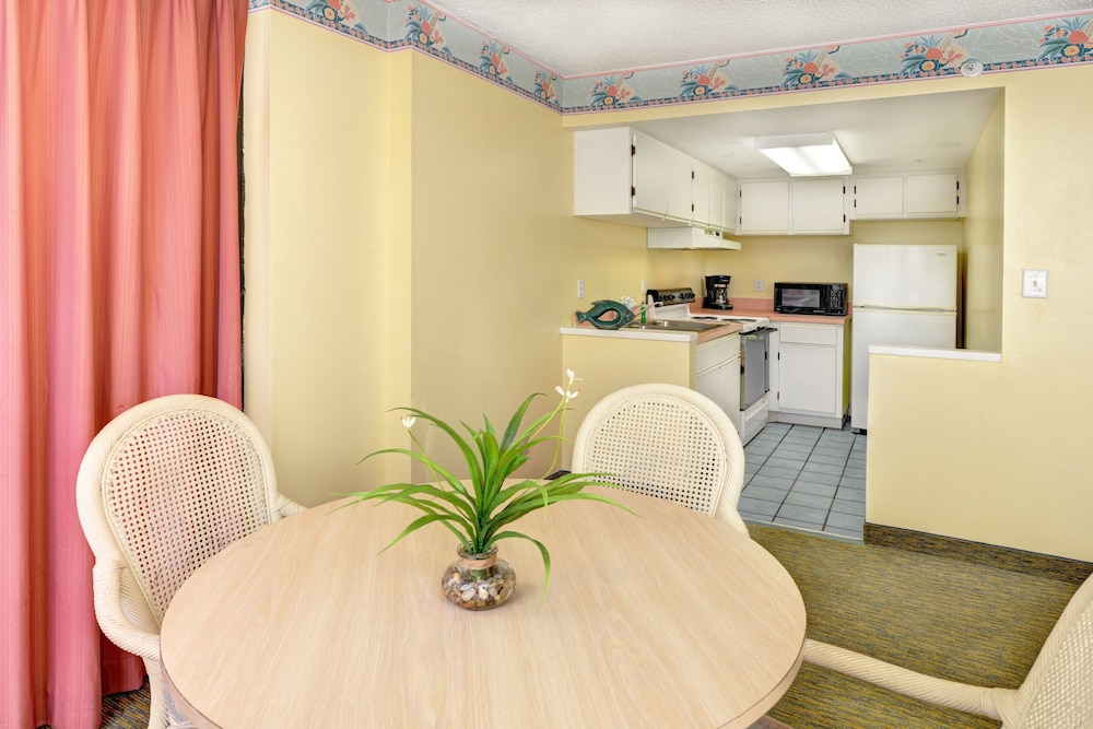 In-Room Dining, El Caribe Resort & Conference Center