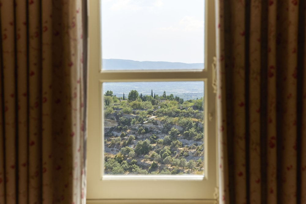 View from Property, Airelles, La Bastide de Gordes