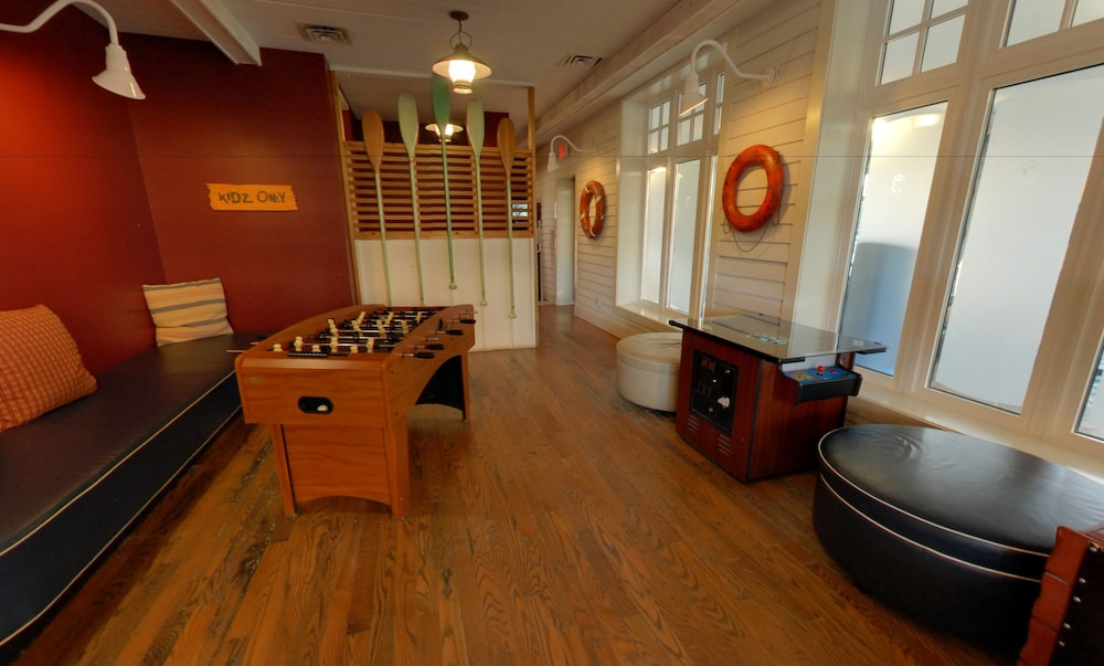 Game Room, Embarc Blue Mountain