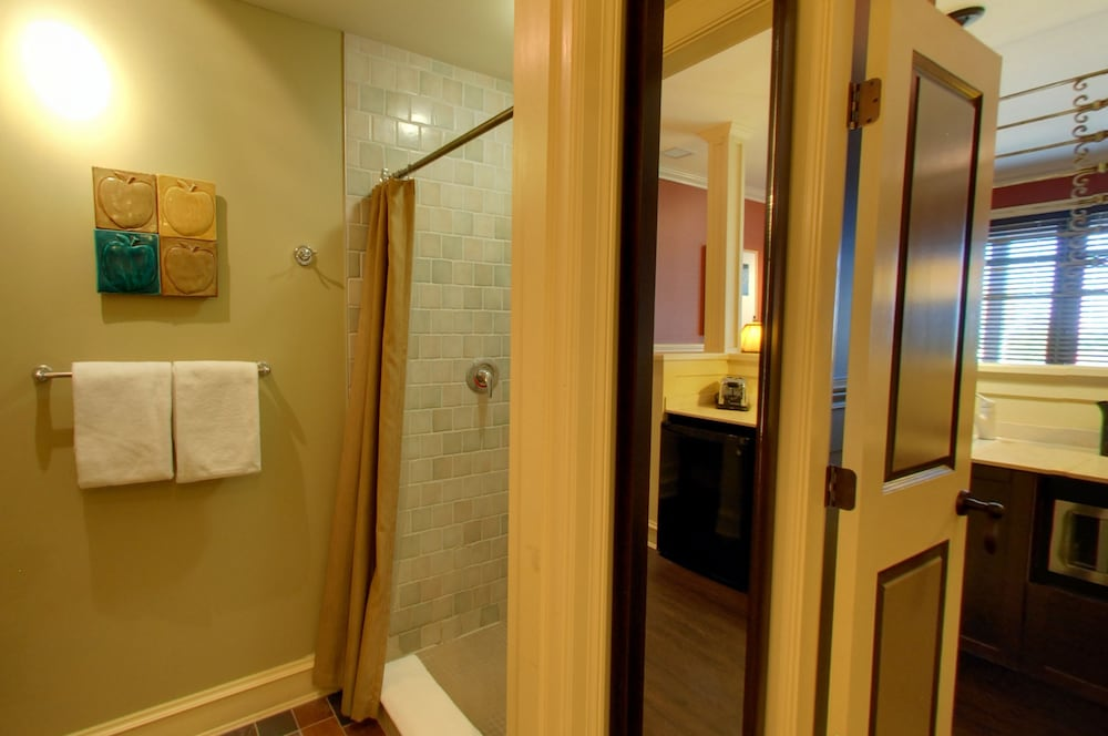 Bathroom, Embarc Blue Mountain