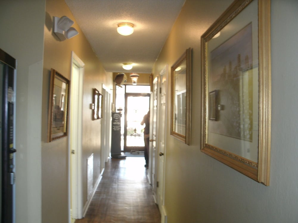 Interior Entrance, Admiralty Suites & Inn