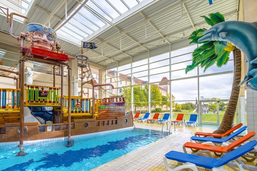 Explorers hotel at disneyland paris 2018 room prices for Piscine hotel explorer