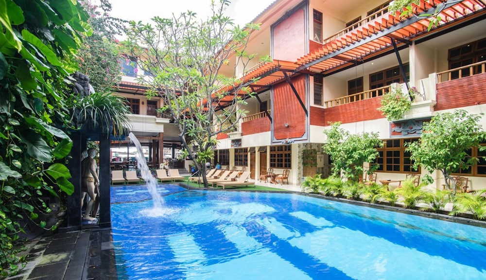 Green garden hotel 2018 room prices from 24 deals for Green garden pool jakarta