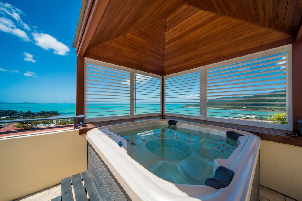 Deluxe Apartment, 1 Bedroom, Hot Tub, Sea View - Outdoor Spa Tub