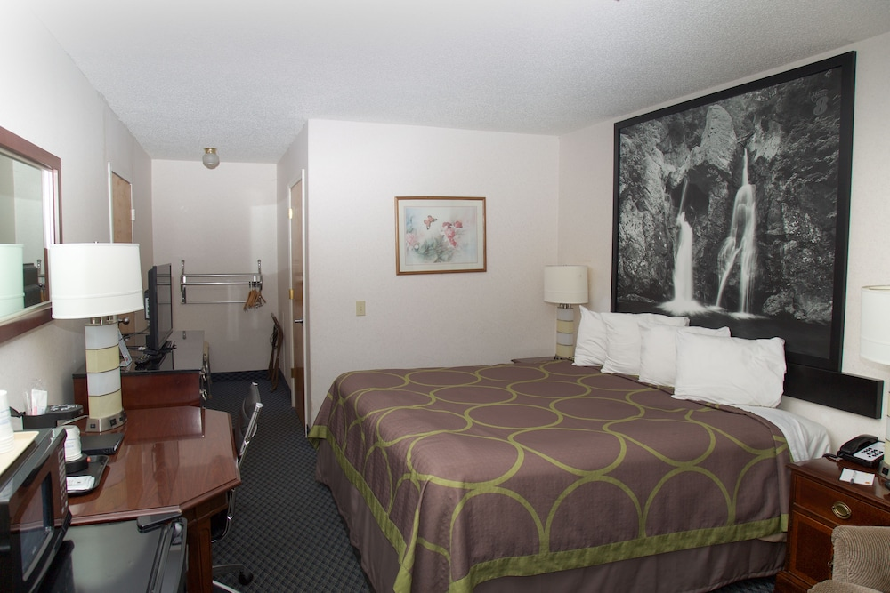 Room, Super 8 by Wyndham Christiansburg