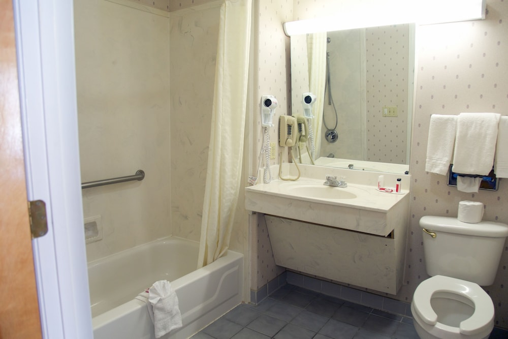 Bathroom, Super 8 by Wyndham Christiansburg
