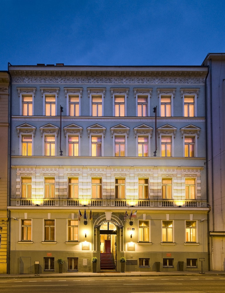 Hotel raffaello in prague hotel rates reviews on orbitz for Modern hotel prague