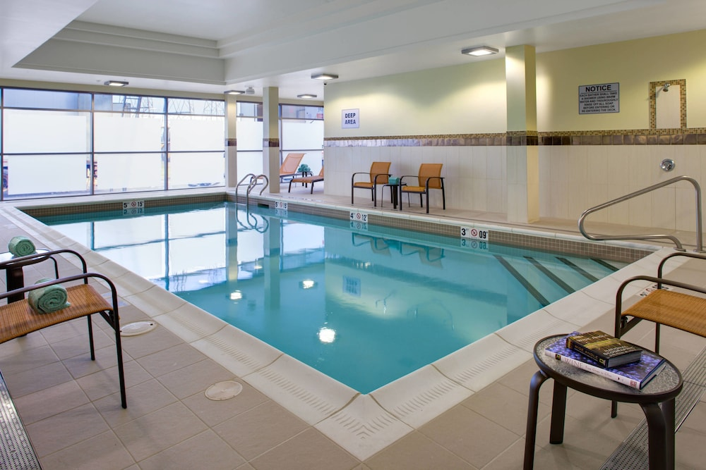 Pool, Courtyard by Marriott London