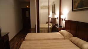 Roupas de cama premium, camas Tempur-Pedic, escrivaninha