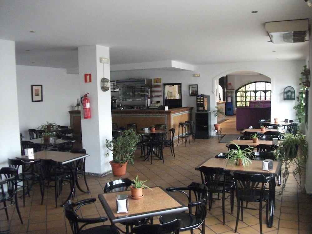 Bar del hotel apartamentos puerta del sur