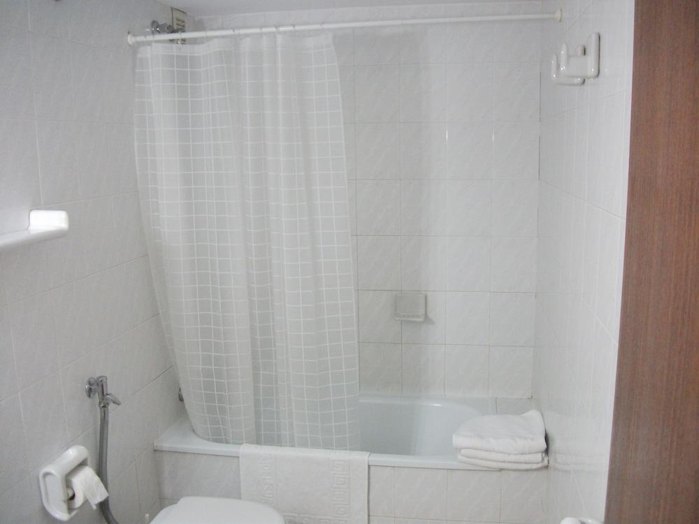 Cuarto de baño apartamentos puerta del sur