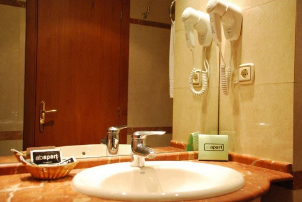 Book suites marina barcelona hotel deals - Calle marina barcelona ...