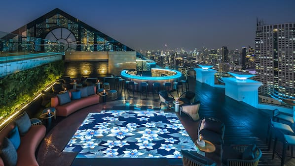 6 bars/lounges, rooftop bar