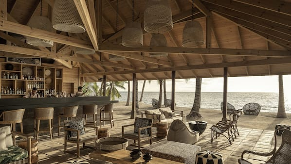 3 bars/lounges, poolside bar