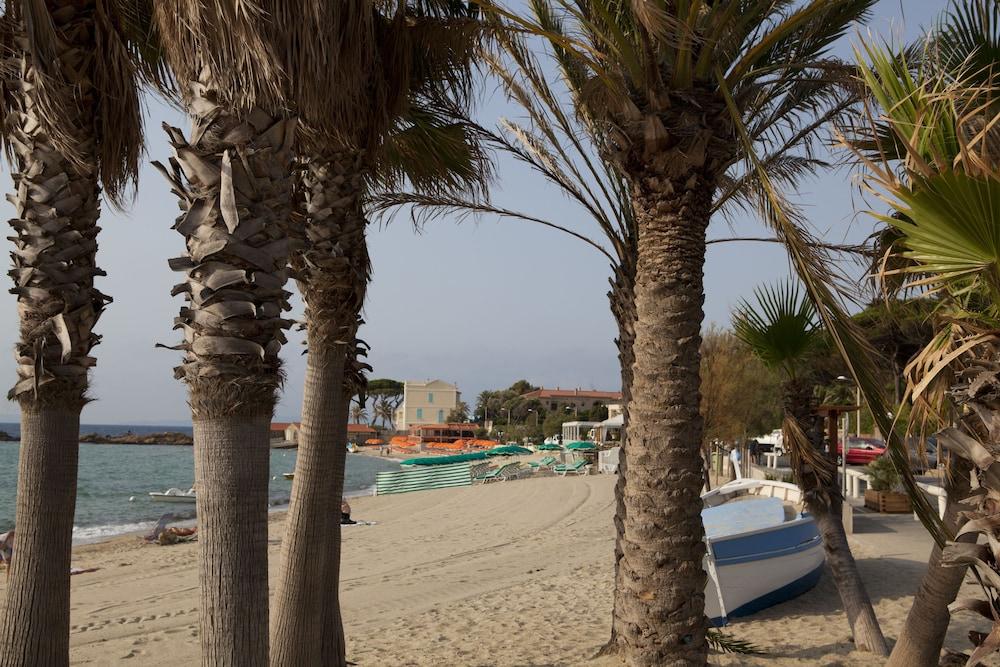 Pierre  U0026 Vacances Residence L U0026 39 Anse De Pramousquier  Toulon