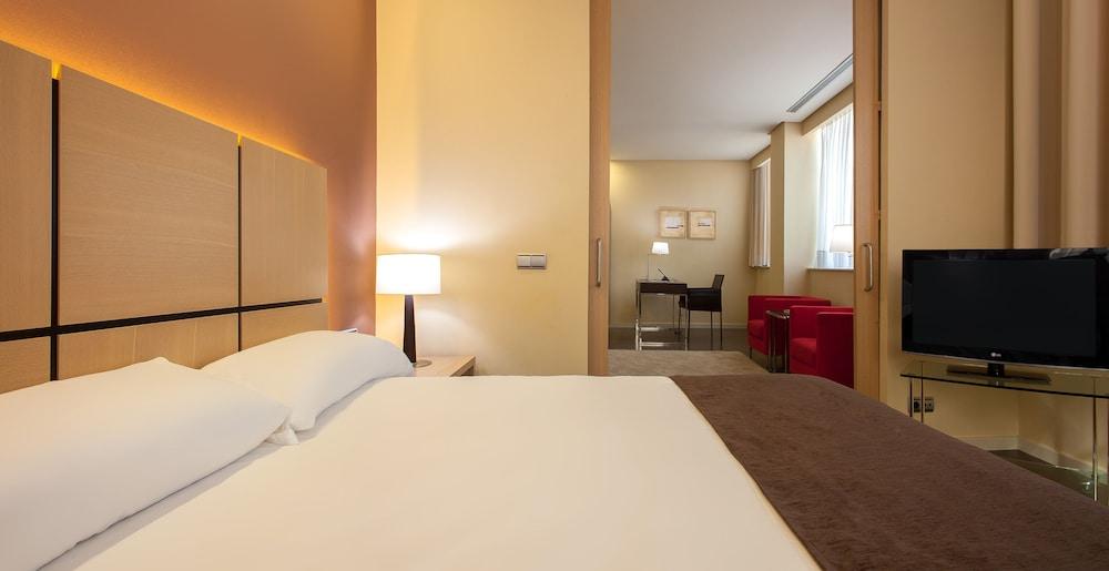 Hotel silken puerta de valencia in valencia hotel rates reviews on orbitz - Hotel silken puerta de valencia ...