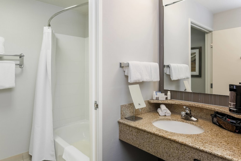 Bathroom, Courtyard by Marriott Roseville Creekside