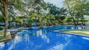 สระว่ายน้ำกลางแจ้งเปิดตามฤดูกาล, คาบาน่าฟรี, ร่มริมสระว่ายน้ำ