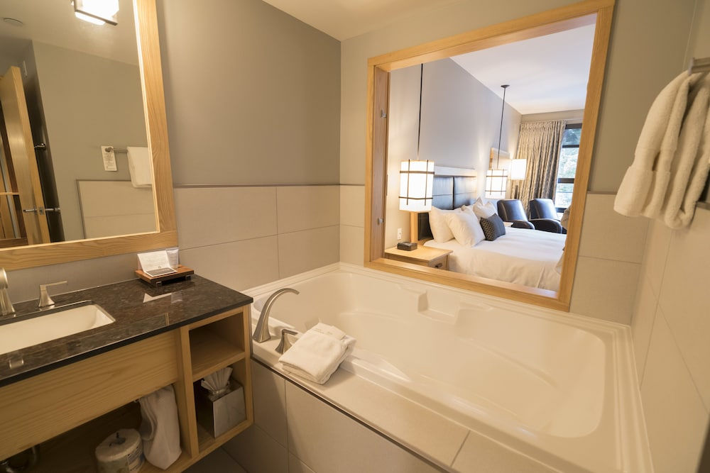Bathroom, Brentwood Bay Resort & Spa