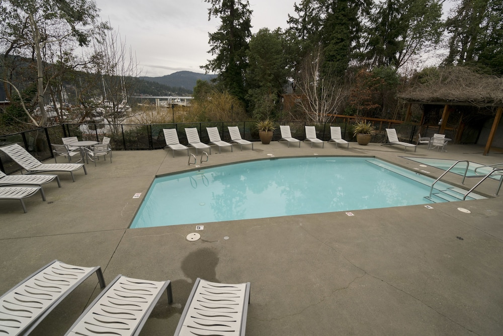 Outdoor Pool, Brentwood Bay Resort & Spa