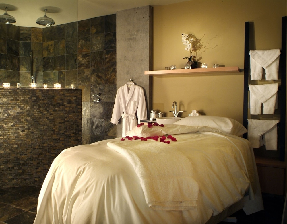 Treatment Room, Brentwood Bay Resort & Spa