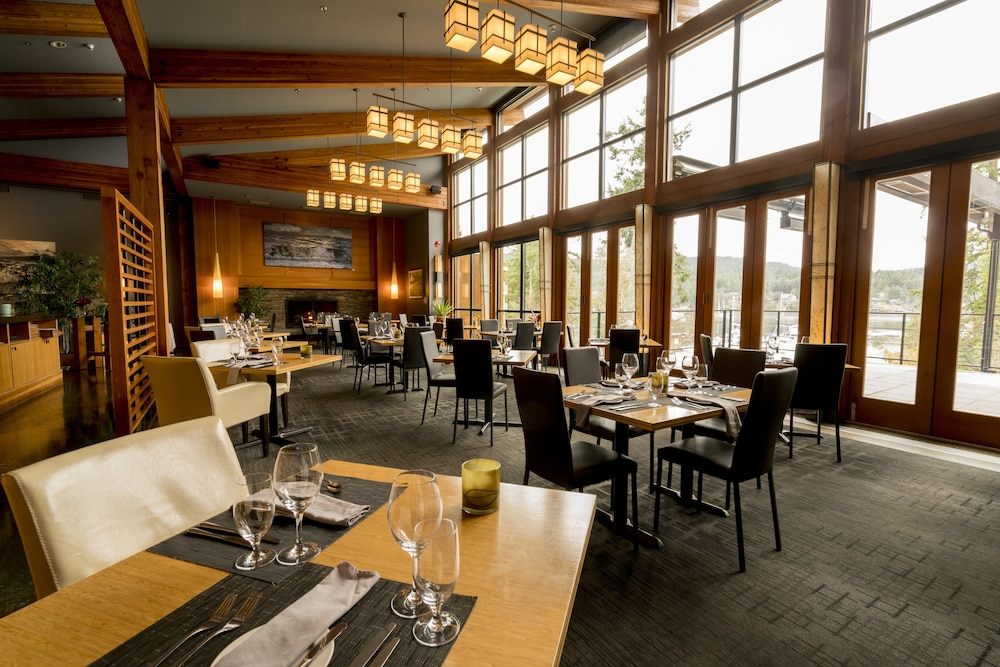 Restaurant, Brentwood Bay Resort & Spa