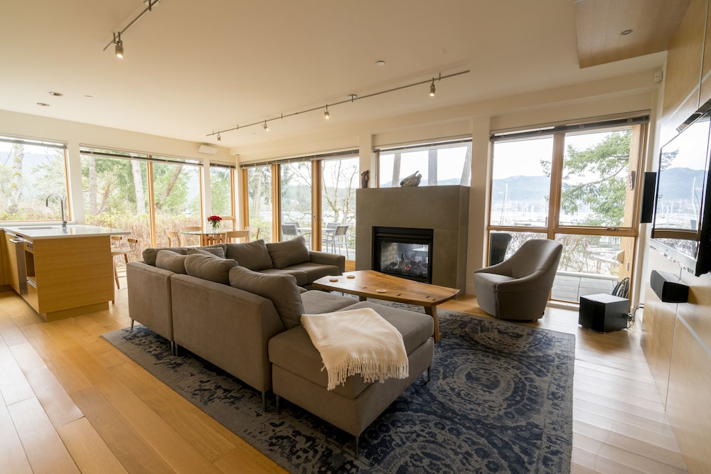 Living Area, Brentwood Bay Resort & Spa