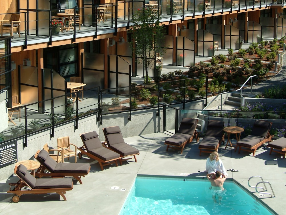 Sundeck, Brentwood Bay Resort & Spa