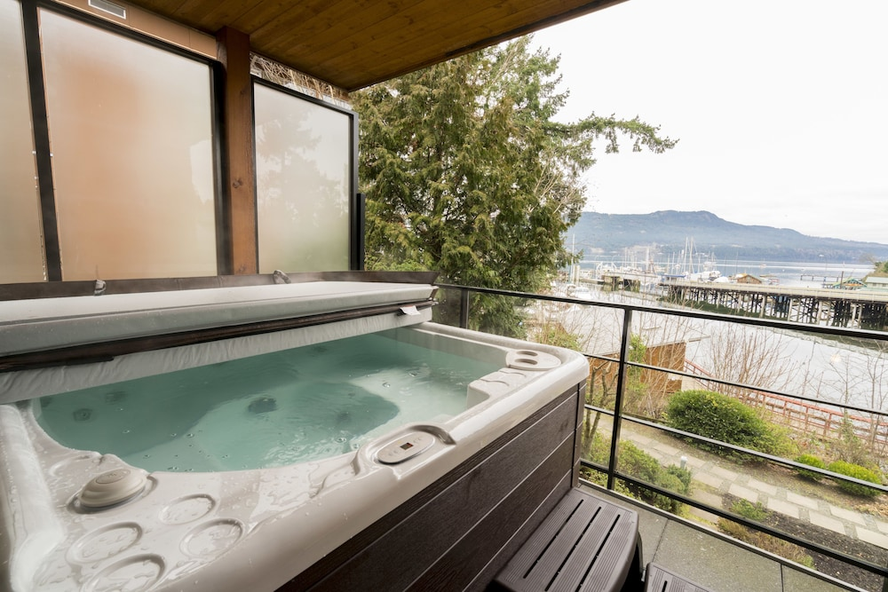 Outdoor Spa Tub, Brentwood Bay Resort & Spa