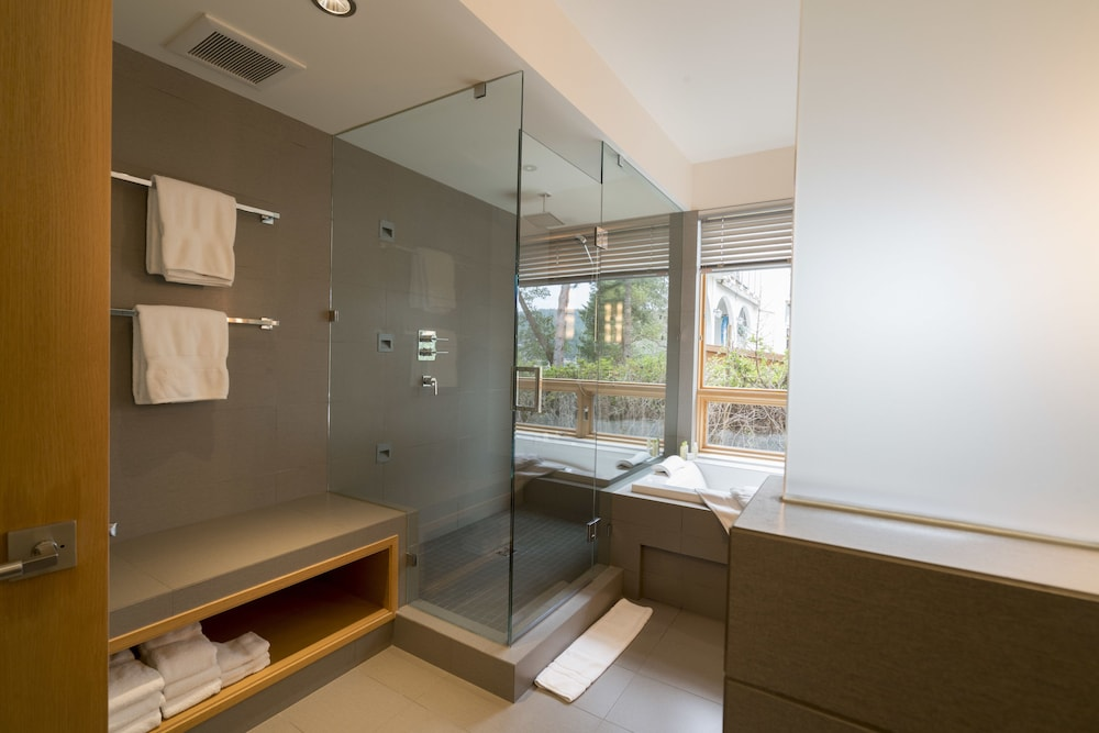 Bathroom Shower, Brentwood Bay Resort & Spa