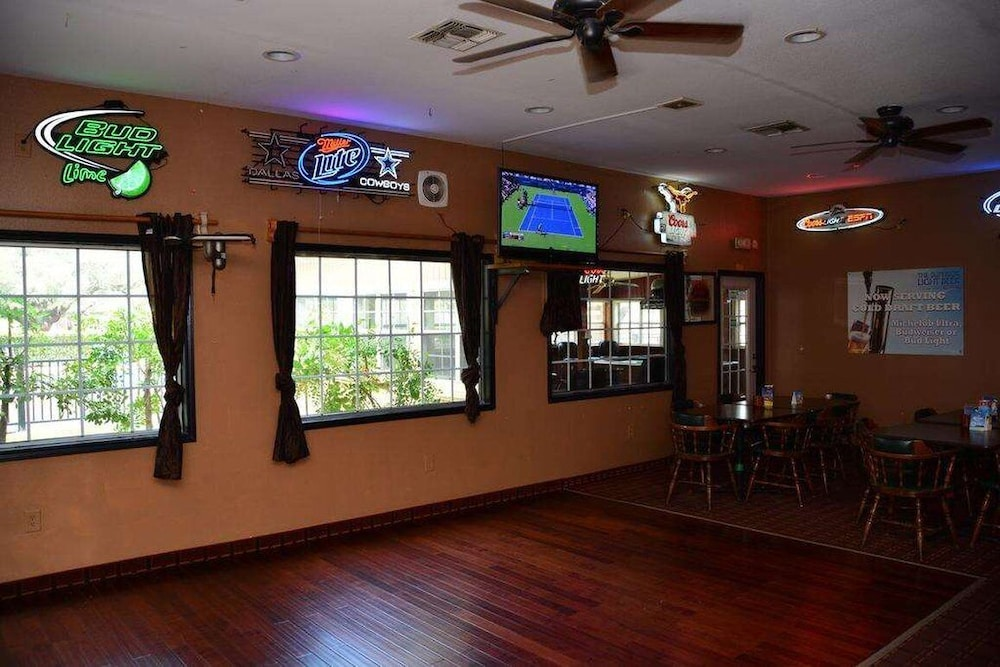 Bar, Inn of Uvalde