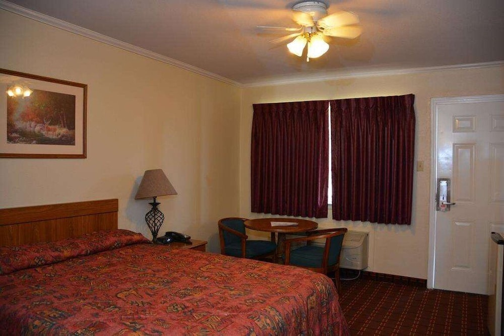 Room, Inn of Uvalde