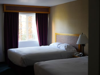 Standard Room, 2 Queen Beds - Guestroom
